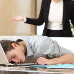 empleado duerme jefe sorpresa